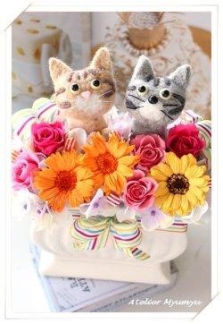 画像1: ダブル猫アレンジ ガーベラver(キジ猫 ・サバ猫)